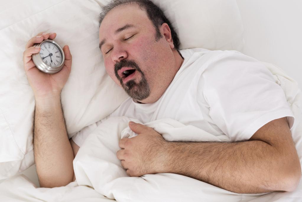 surpoids-homme-sommeil-reveil-full-11900999
